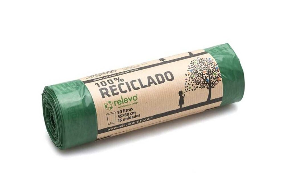 Bosses d'escombraries fetes amb plàstic reciclat 30x15L